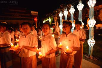Candle bearers Loy Krathong 2014