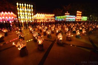 Candle dancers Loy Krathong 2014
