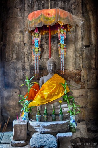 Buddha statue, small shrine, Angkor Wat, Cambodia