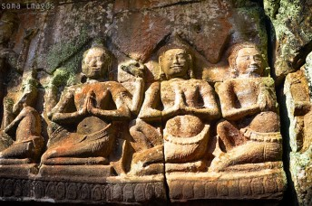 Bas-relief carvings, Angkor Wat, Cambodia, huge smile