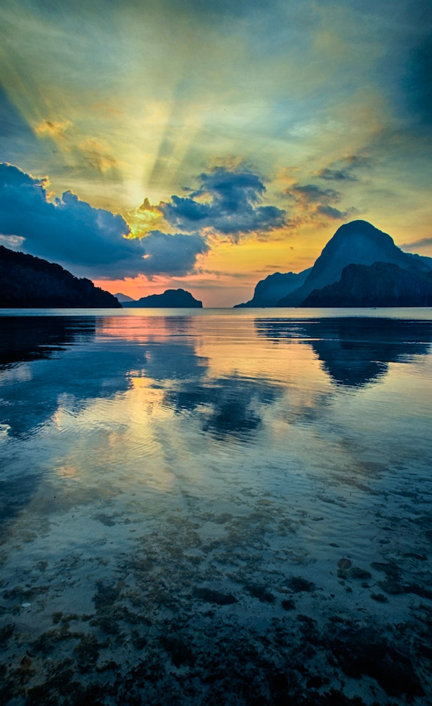 El-Nido-Sunset-Reflection-Palawan-Philippines
